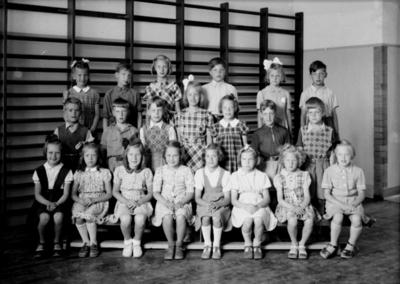 Engelbrektsskolan, klassrumsinteriör, 21 skolbarn. Lärarinna fru Agda Borgell finns inte med på bilden. Klass 2, sal 4.