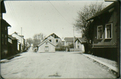 Infartsvägen sedd mot Nygatan t.v. och Östertullsgatan till höger. Skogslia mot Vetterska huset.