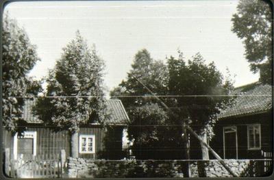 Brogärdet, Bestorp. Byggt omkring 1850. Köpt av staden omkring1950. Siste ägare Karl Gustavsson 1869-1957.