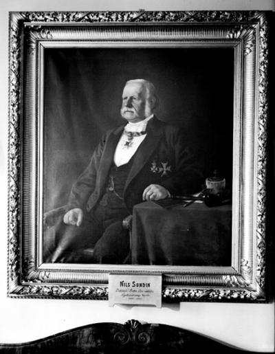 Porträtt. Oljemålning av Nils Sundin, ordförande i Örebro Läns Hypoteksförenings styrelse mellan 1867-1893. Konstnär: Axel Borg.