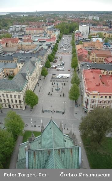 Bilder tagna under renoveringen av tornet på Nikolaikyrkan 2005. Utsikt från Nikolaikyrkans torn mot öster. Rådhuset, Stortorget, Engelbrektsstatyn, m.m.