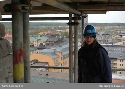Bilder tagna under renoveringen av tornet på Nikolaikyrkan 2005. Utsikt från Nikolaikyrkans torn. Byggnadsantikvarie Anneli Borg.