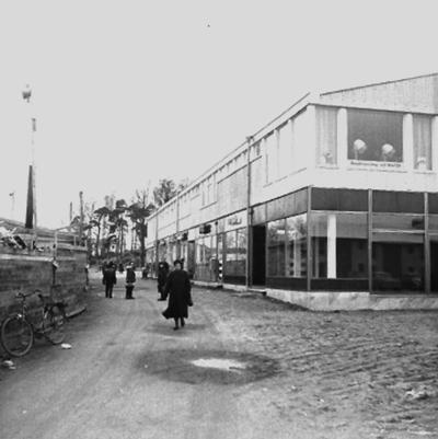 Affärsbyggnader. Baronbackarna, Örebro. Arkitekt Alm Ekholm & White