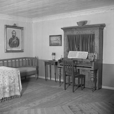 Siggebohyttans bergsmansgård, interiör av Röda rummet. Sid. 21, Siggebohyttan.