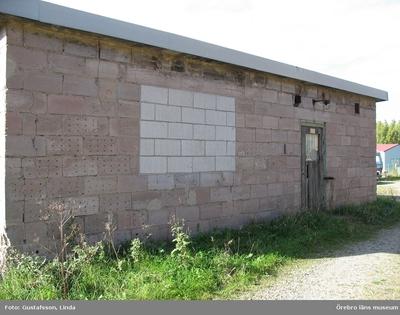 Yxhultprojektet, etapp 1, inventering av Yxhultsbolagets industriområden samt lämningar i landskapet. Hällabrottet 2:10, Norra fabriksområdet. Driftskontor, exteriör.