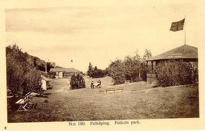 Mössebergs Folkets Park. År 1908 startade Verdandi gamla folkparken vid Mösseberg.  Fr. o. m. 1911 övergick Folkets Park till eget företag. På möte med Folkets Husföreningen beslöts den 25 april 1928 om sammanslagning av de båda föreningarna. Men redan 23 aug. följ. år enades man om parkens förflyttning och 7 dec. samma år undertecknades köpekontraktet med Bernh. Gustafsson om förvärv av område på