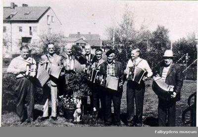 Magdeburgarna vid starten 1974. Från vänster: John Karlsson, Falköping. Paul Lund, Sätuna. Justus Lindgren, Sätuna. Ivar Roos, Ugglum. Evald Karlsson, Ugglum. Nils Persson, Falköping. Gunnar Karlsson, Slutarp. Valdemar Johansson.