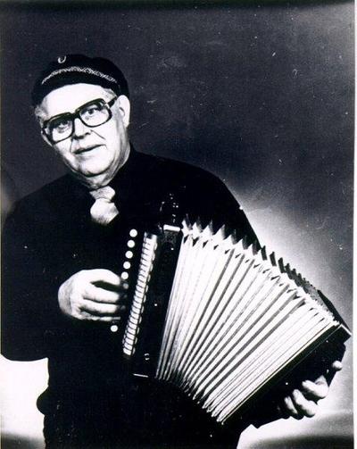 John Karlsson medlem i Magdeburgarna, spelar enradigt durspel.