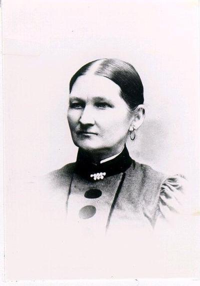 Maria Kristina Johansdotter, f. 1840. Gift med Johannes Johansson, Humlegården, Kungslena sn. 1858. Brudklänning av svart taft, som bars av M K J, 1858, finns i samlingarna inv. nr. 2M16-15.794.