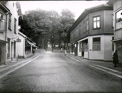 Uppfarten och allén till gamla kyrkogården från Storgatan och Östertullsgatan.
