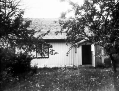 Öbergs hus strax öster om järnvägsbron över Lidan. Här bodde Johannes och Selma Öberg.