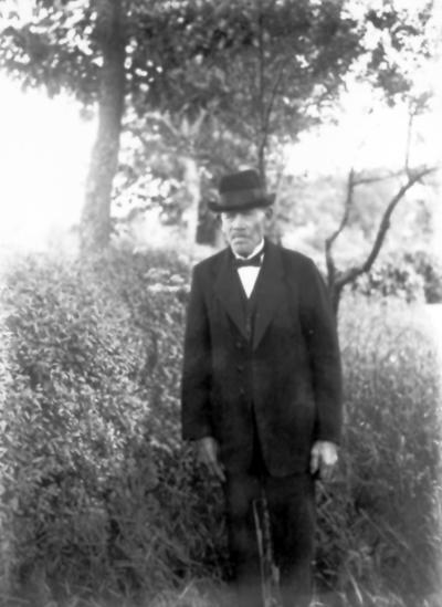 Johan Abrahamsson född 1843, dog 1927 på Friborg i Sörby. Far till plåtslagarae Otto Johansson, Friborg.