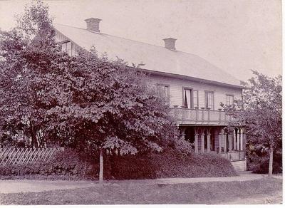 Denna byggnad var belägen i hörnet av Lidgatan / Danska vägen. Den innehades av konditor Fredriksson och hans familj tills den inköptes av staden och införlivades med Mössebergsparken. Café och matservering. Revs under första hälften av 1960-talet. På platsen är nu lekplats och grönområde mellan vandrarhemmet och Danska vägen.
