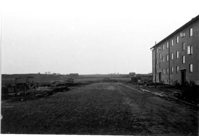 I förgrunden kv. Vinkelhaken. Gården till vänster Bernhard Gustafssons gård Tåstorp, numera kvarteret Tröskan.
