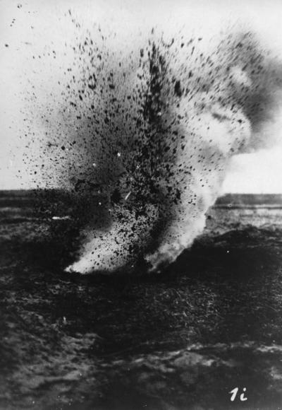 Första världskriget. Sprängförsök med tyska flygbomber.