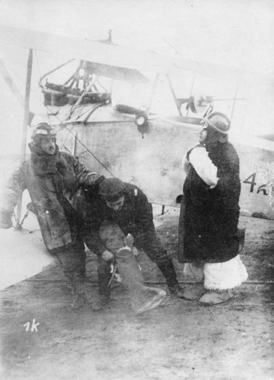 Första världskriget. Tyska flygofficerare före start.