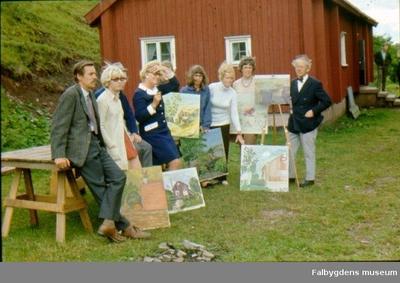 Målarkursen vid Slötastugan, Ålleberg, vid avslutningen. Fr. v. Gösta Sjöström, Gun Torsein, Ingvar Lindgren, Maj Nilsson, Hildegun Persson, Ann-Marie Bengtsson, Britta Håkansson och Axel G Lundgren.