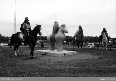 Invigning av Ållebergs ryttare i rondellen vid Shell i Falköping.