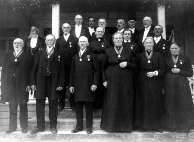 50-årsjubileum på kurorten. Biskop Danell, styrelse och medaljörer.