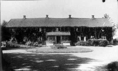 Huvudbyggnaden på Johannelund i Grolanda. Fru Fock bodde i vänstra delen av huset och arrendatorn Sigfrid Hansson i den högra.