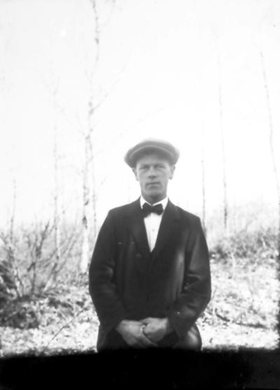 Sven Wallström född 1894, son till skräddare August W. på Köpmansgatan 6. Sven till USA 1923 och dog 1958.