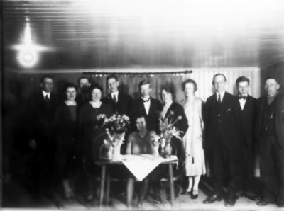 Två okända, Rudolf Johanssson Ullene, hans fru, 4 okända, John Hermansson, Bertil Ekström Göteborg, Erik Gustavsson Österås.