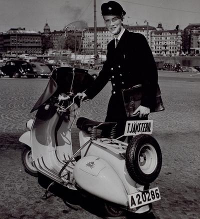 Stockholm. Telegrambärare, ( omkring 1950-talet).