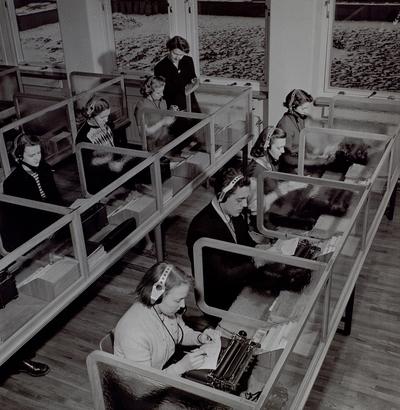 Telegramtelefoneringssalen, Teleskolan, 1 tr i långhuset.