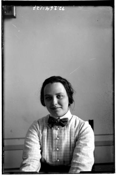 Hålahult sanatorium, interiör, porträtt på kvinna, privata kläder