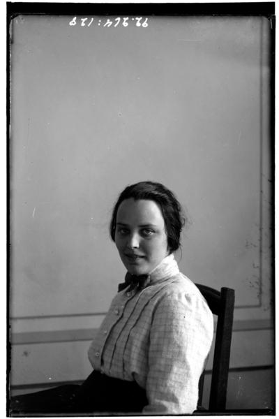 Hålahult sanatorium, interiör, porträtt samma kvinna som bild nr LTM-92-264-128 fast i profil