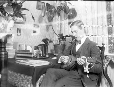 John Liedholms glasplåtssamling. Han själv.