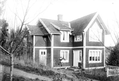 Enligt fotografens journal Lyckorna 1909-1918: Villan Heinola Gustaf Holm