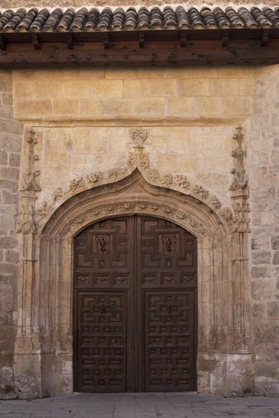 ref: PM_098776_E_Pastrana; La iglesia, la portada