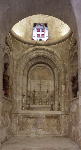 ref: PM_098743_E_Pastrana; Cabecera con altar de la Cripta