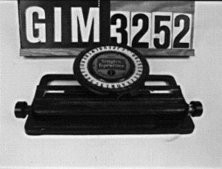 skrivmaskin, låda med skrivmaskinstillbehör