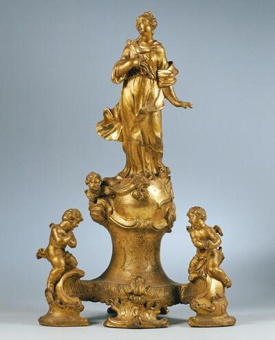 Immaculata, von Engeln verehrt