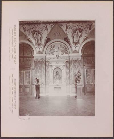 Fotografie des Votivsaals im Kunstgewerblichen Museums der Handels- und Gewerbekammer in Prag (vom Bearbeiter vergebener Titel)