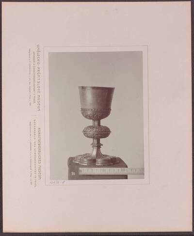 Fotografie eines Kelchs aus Silber mit getriebenen Verzierungen, aus Böhmen von 1528 (vom Bearbeiter vergebener Titel)