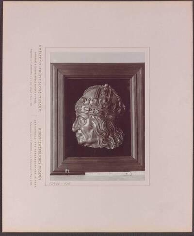 Fotografie eines Bildniss des Kaisers Maximilian I., aus grün glasiertem Ton, aus Deutschland aus dem 16. Jh. (vom Bearbeiter vergebener Titel)
