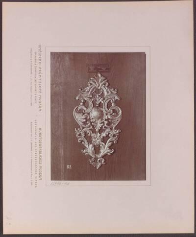 Fotografie einer Unterplatte eines Türgriffes, aus Schmiedeeisen, aus Prag aus der ersten Hälfte des 18. Jh. (vom Bearbeiter vergebener Titel)