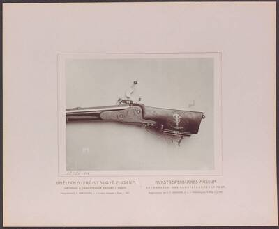 Fotografie der Rückseite der Radschlossbüchse (mit Ares und den Attributen des Krieges), von Tobias Frantz, aus der ersten Hälfte des 18. Jh. (vom Bearbeiter vergebener Titel)