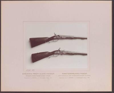 Fotografie zweier Flinten aus Prag aus dem 18. Jh., eine von M. Curzweil und eine von C. From (vom Bearbeiter vergebener Titel)