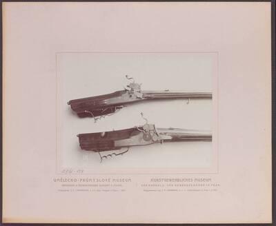 Fotografie zweier Radschlossbüchsen, eine signiert mit
