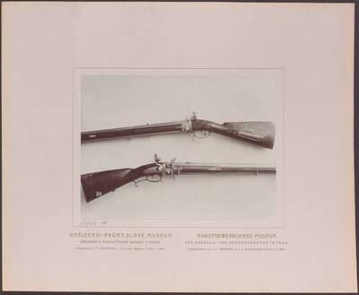 Fotografie zweier Wendergewehre aus Prag aus dem 18. Jh., eines mit 2 Läufen von Andreas Scholtz und eines mit 4 Läufen von Burckard (vom Bearbeiter vergebener Titel)
