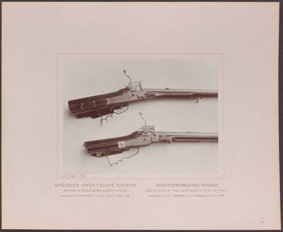 Fotografie zweier Radschlossgewehre, eines von Marcus Zelner aus dem 18. Jh. und eines signiert mit