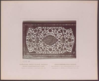 Fotografie eines altpersischen Buchdeckels (vom Bearbeiter vergebener Titel)