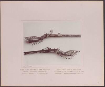 Fotografie einer Radschlossflinte (Tschinke) mit Einlegearbeiten in Elfenbein und Perlmutt, aus dem 17. Jh. (vom Bearbeiter vergebener Titel)