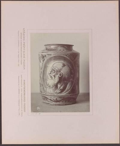 Fotografie einer Majolika-Vase als Apothekergefäß, aus Italien aus dem 16. Jh. (vom Bearbeiter vergebener Titel)
