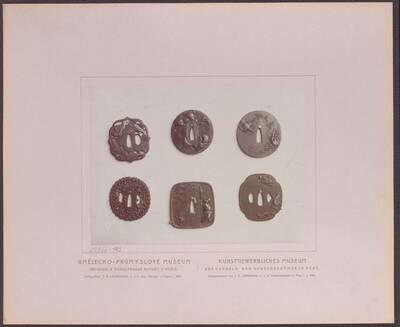 Fotografie mehrerer japanischer Schwertstichblätter (tsuba 鍔) aus Eisen und mit tauschierten Arbeiten (vom Bearbeiter vergebener Titel)