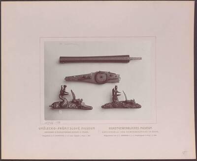 Fotografie von Bestandteilen von Feuerwaffen (Luaf, Radschloss und Feuersteinschlösser), aus dem 17. Jh. (vom Bearbeiter vergebener Titel)